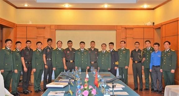 加强越印军队年轻军官交流 hinh anh 1