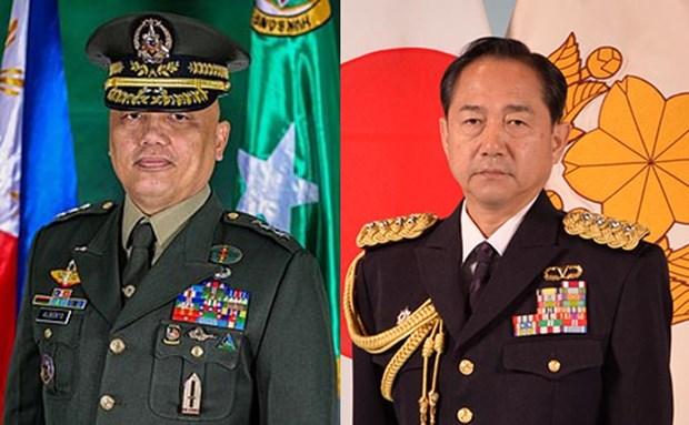 日本与菲律宾共同讨论两国防务合作和地区安全问题 hinh anh 1