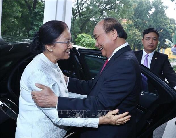 越南政府总理阮春福会见老挝国会主席巴妮 hinh anh 1