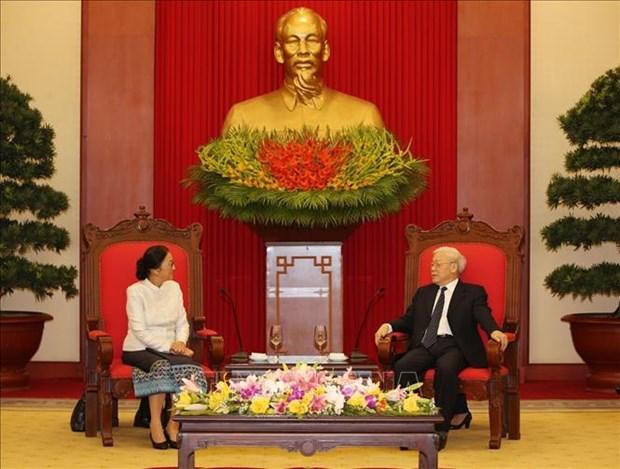 越共中央总书记、国家主席阮富仲会见老挝国会主席巴妮 hinh anh 1