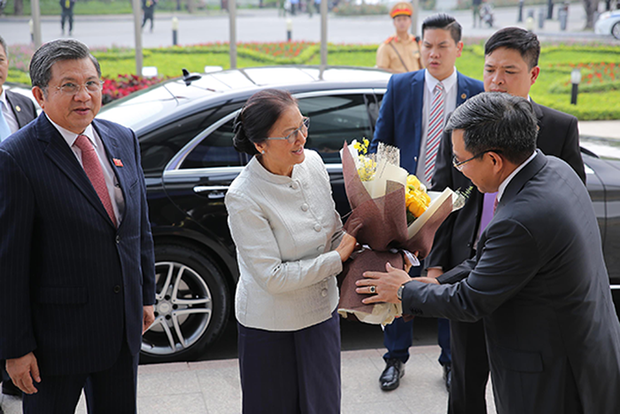 老挝国会主席巴妮·雅陶都参观访问越南Vingroup集团 hinh anh 1