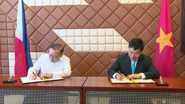 范平明访问菲律宾并出席越菲双边合作混合委员会第九次会议 hinh anh 2