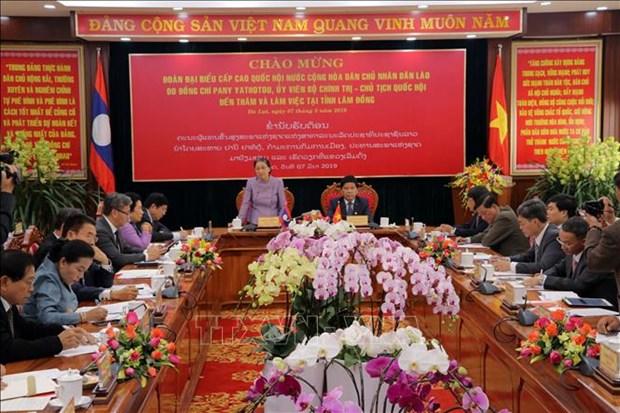 老挝国会主席走访越南林同省 hinh anh 1