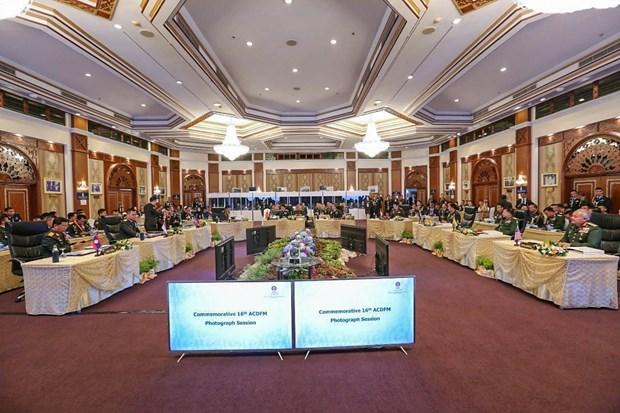 越南副防长潘文江率团出席第16届东盟国防总司令会议 hinh anh 2