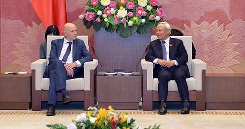 越南国会副主席汪周刘会见比利时-越南友好议员小组代表团 hinh anh 1