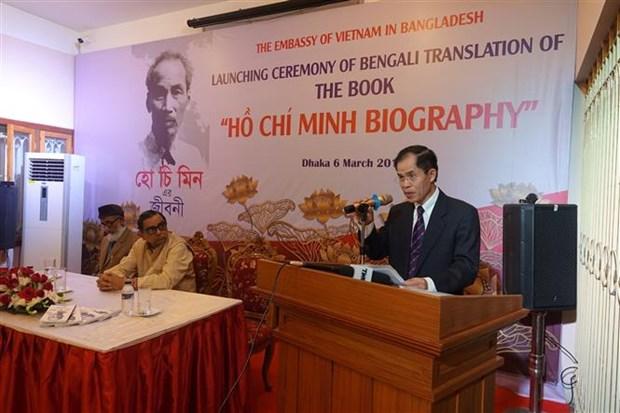 《胡志明生平事迹》一书孟加拉语版首发 hinh anh 1