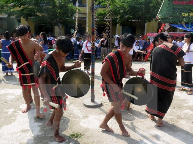 昆嵩省学校通过课外活动来保护民族传统文化 hinh anh 1
