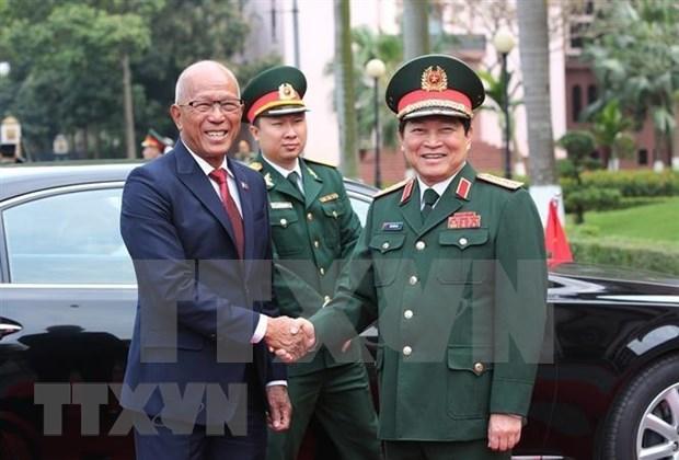 菲律宾国防部长洛伦扎纳对越南进行正式访问 hinh anh 1