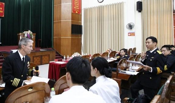 越南与日本海军加强水下医疗业务交流 hinh anh 1