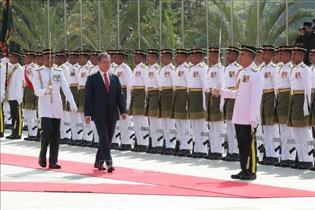 韩国总统访问马来西亚 进一步促进双边合作与交流 hinh anh 1