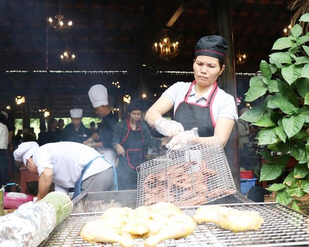 西原饮食烹饪比赛热闹开赛 西原菜肴美味呈现 hinh anh 2