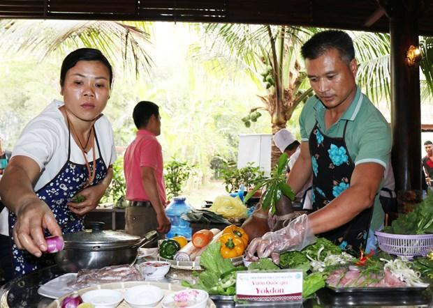 西原饮食烹饪比赛热闹开赛 西原菜肴美味呈现 hinh anh 1