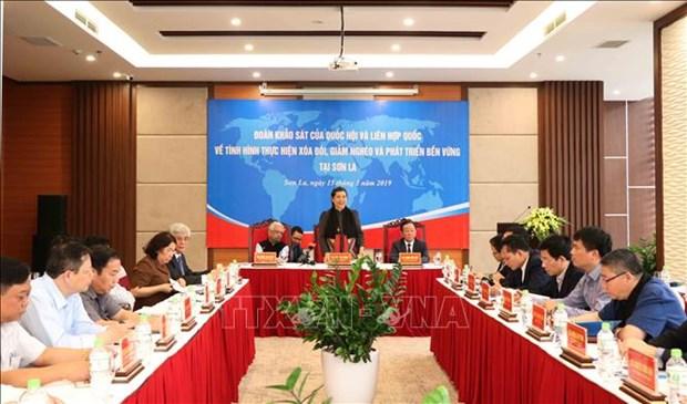 越南国会和联合国考察团赴山罗省考察消除贫困和减贫工作 hinh anh 1