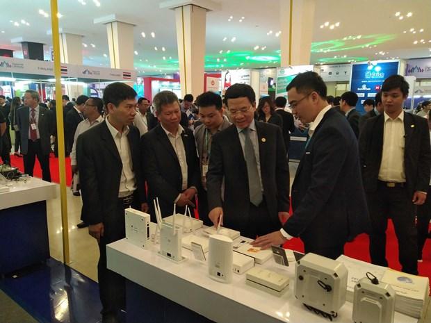 越南与柬埔寨签署邮政、电信领域的合作协议 hinh anh 2
