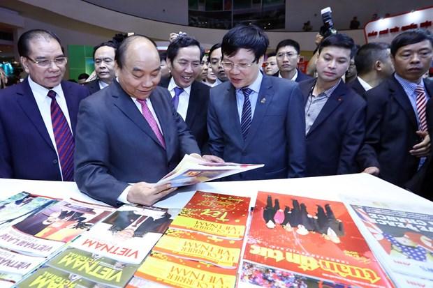 政府总理阮春福:报刊展使越南新闻传播活动更加丰富 hinh anh 2