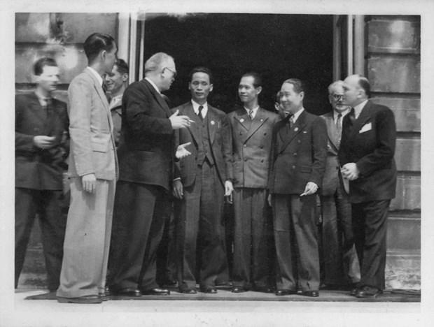 越南国会代表团1946年首次访问法国图片展即将开幕 hinh anh 1