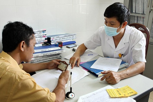 北江省98% 接受ARV治疗的HIV感染者持有医疗医保卡 hinh anh 1