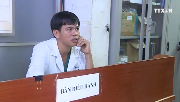 守护岘港市渔民的白衣使者 hinh anh 1