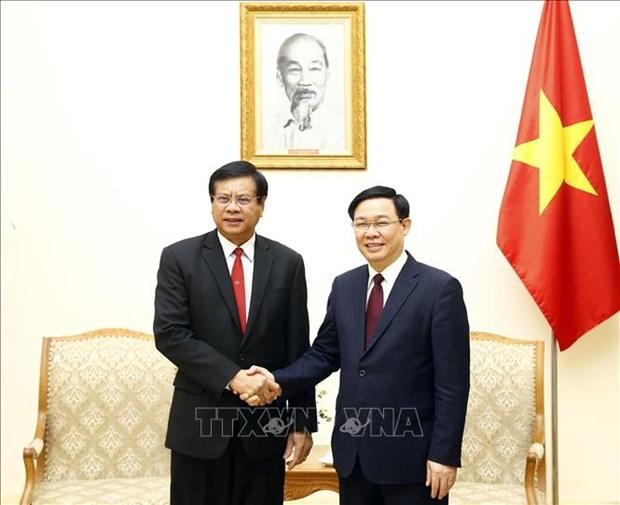 政府副总理王廷惠与老挝前总理波松·布帕万分享合作社发展经验 hinh anh 1
