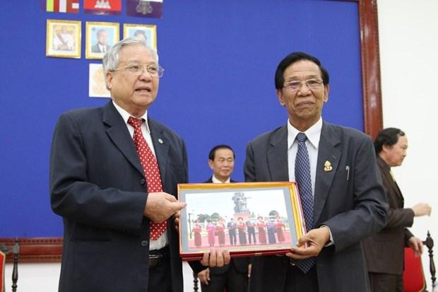 援柬越南老志愿军代表团对柬埔寨进行工作访问 hinh anh 1