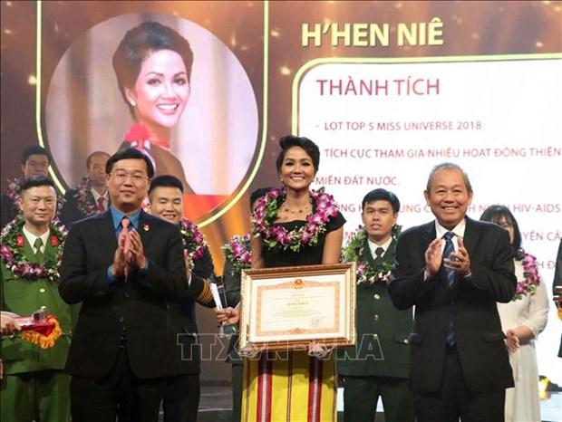 2018年10名优秀青年获表彰 hinh anh 1