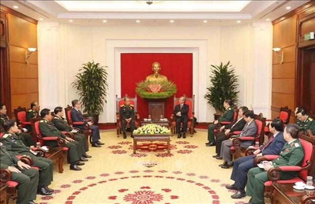 越共中央书记处常务书记陈国旺会见老挝人民军高级政治代表团 hinh anh 2