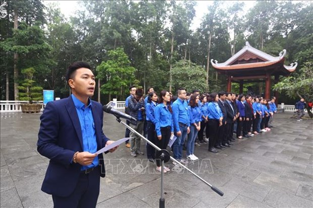 越通社与越南广播电台青年团员铭记胡伯伯遗嘱 hinh anh 1