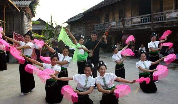 """""""傣族群舞艺术""""和""""占族瓷器制作艺术""""申请成为UNESCO人类非物质文化遗产 hinh anh 1"""