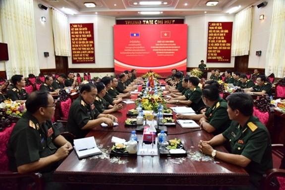 老挝人民军高级政治干部代表团探访越南第九军区 hinh anh 2