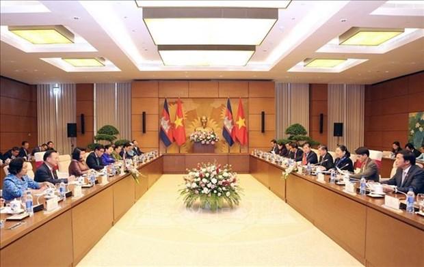 柬埔寨国会代表团对越南进行正式访问 hinh anh 2
