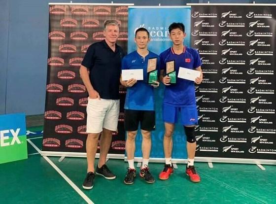 新西兰国际羽毛球锦标赛:越南选手阮进明打败中国选手 夺得冠军 hinh anh 1