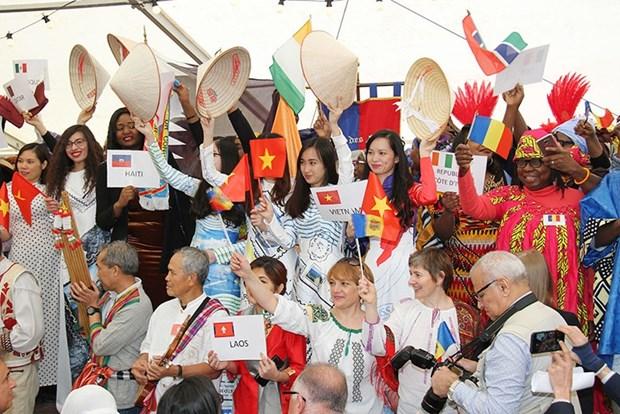 越南特色文化亮相法国塞納-馬恩省Yebles市法语节 hinh anh 1