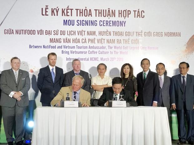 越南NutiFood与高尔夫球界传奇人物诺曼合作向世界推介越南咖啡文化 hinh anh 2