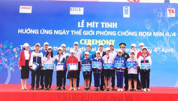 """广平省举行集会纪念""""国际提高地雷意识和协助地雷行动日"""" hinh anh 1"""