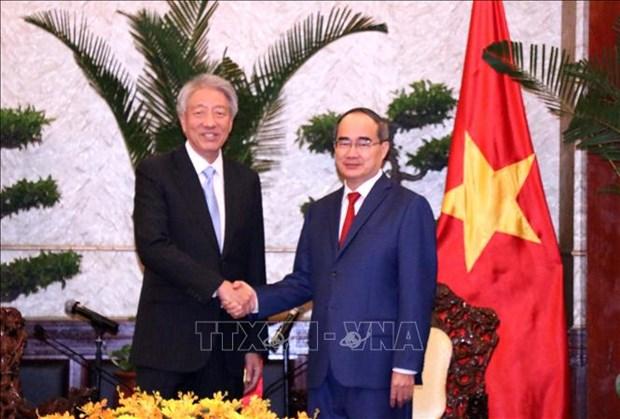 胡志明市市委书记阮善仁会见新加坡副总理张志贤 hinh anh 1
