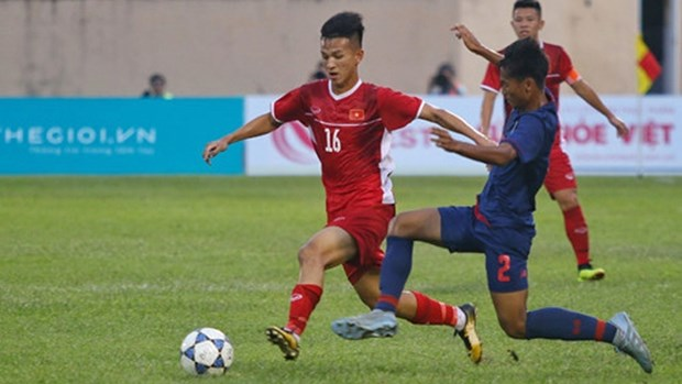 2019年越南国际U19足球赛:越南队与泰国队握手言和 将于明日迎战中国队 hinh anh 1