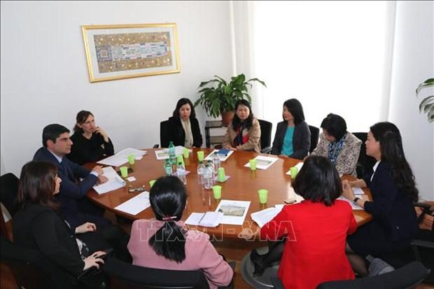 越南与意大利分享性别平等经验 hinh anh 2
