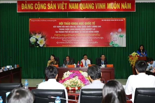 胡志明市与老挝万象举行有关干部公务员培训工作的研讨会 hinh anh 1