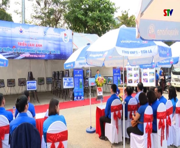 """""""长沙海浪和志愿时刻""""摄影展在山罗省举行 hinh anh 2"""