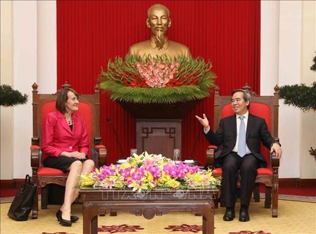 越共中央经济部部长阮文平会见加拿大气候变化大使派翠西亚·傅勒 hinh anh 1