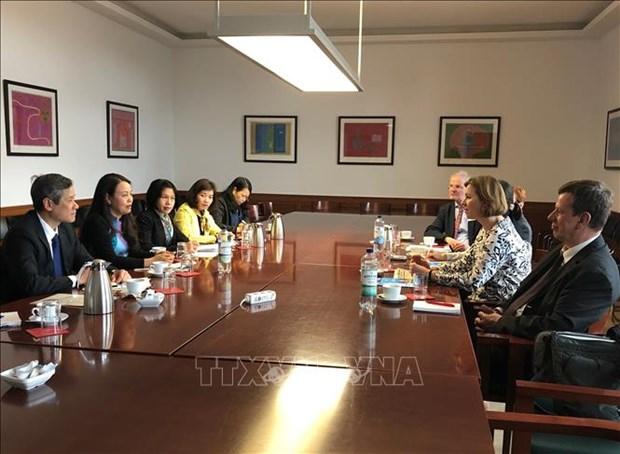 越南妇女联合会代表团对德国进行访问 hinh anh 1