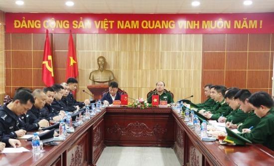 越南谅山省边防部队向中国职能力量移交疑似与高科技犯罪有关的赃物 hinh anh 1