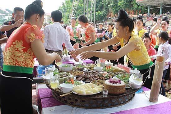 """山区集市是""""越南民族特色""""月的活动亮点 hinh anh 2"""