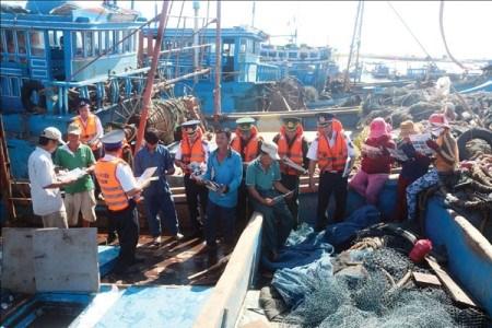 海警与渔民同行-有效的民运模式 hinh anh 1