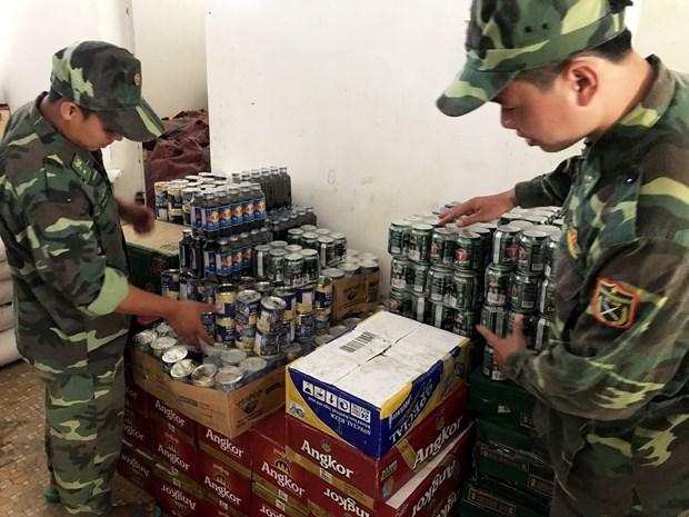 从柬埔寨私运到越南的大量产品被收缴 hinh anh 2