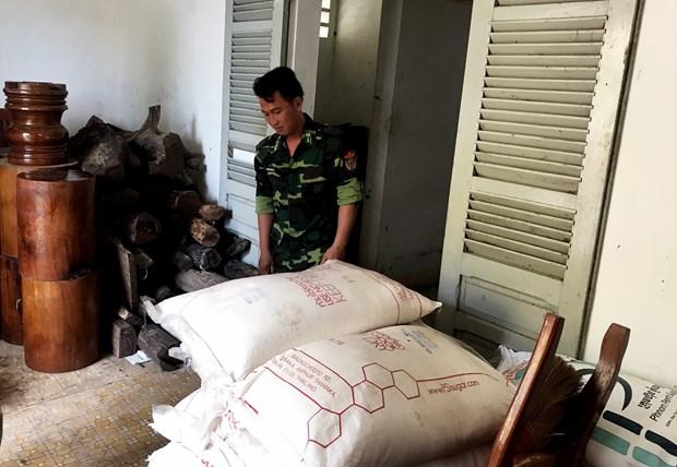 从柬埔寨私运到越南的大量产品被收缴 hinh anh 1