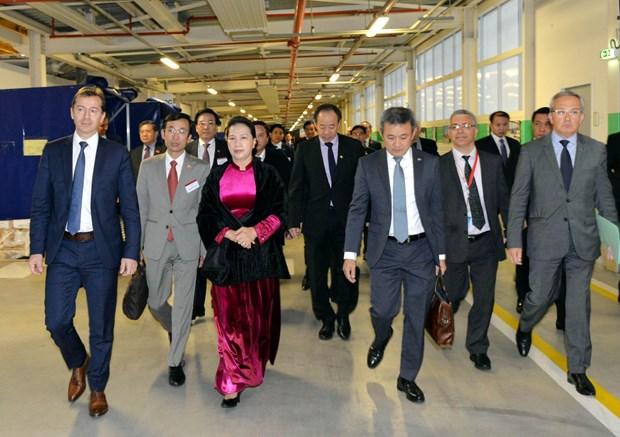 阮氏金银出席空客客机交付仪式和FPT驻法国代表处开业仪式 hinh anh 2
