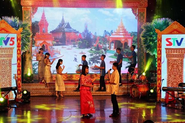 2019年第一届南部高棉族唱歌、舞蹈和音乐表演比赛正式开幕 hinh anh 2