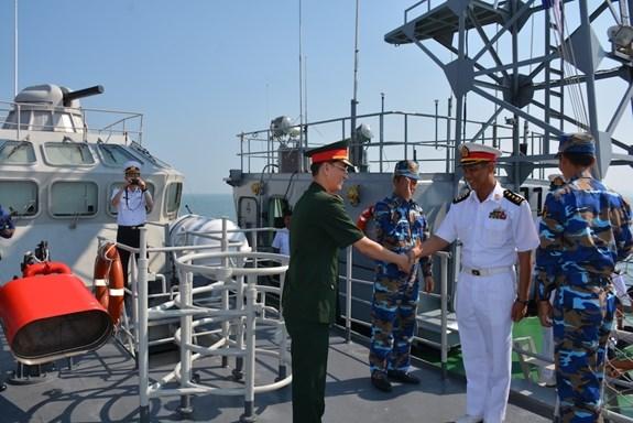"""越南海军第四区012""""李太祖""""号导弹护卫舰对缅甸进行友好访问 hinh anh 1"""