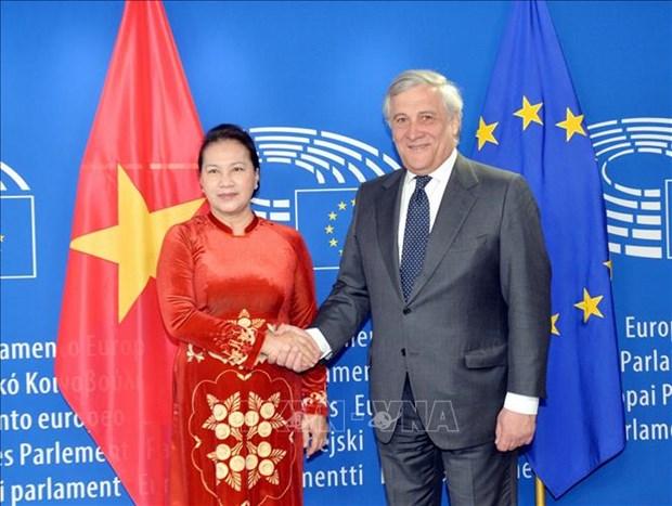 越南国会主席同欧洲议会主席安东尼奥·塔亚尼举行会谈 hinh anh 1